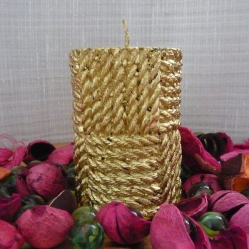 lumanari cilindru cu snur auriu